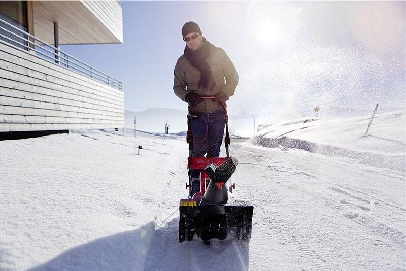 Schützt Schnee im Garten oder ist er doch eher schädlich?