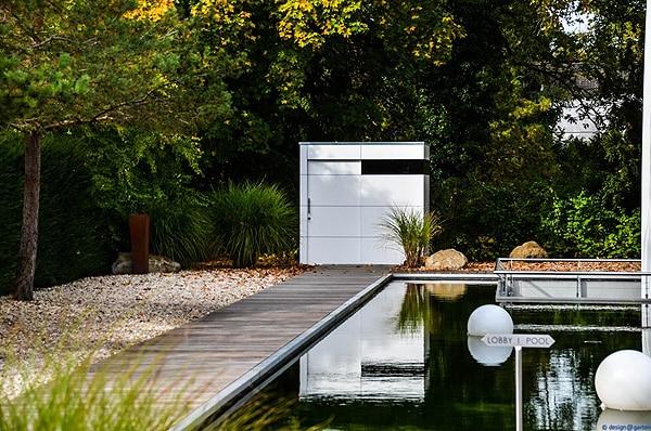 Schnörkellos schön: Gartenhäuser für formale Gärten