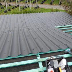 Gartenhaus mit Blechdach Belag und Verschraubung