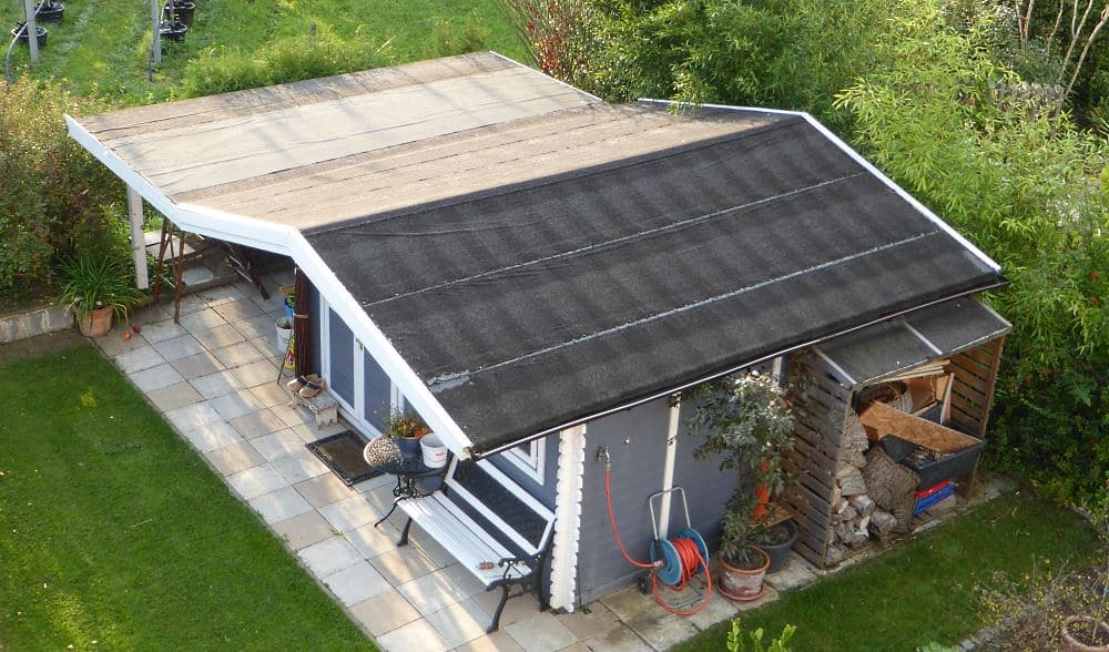 Gartenhaus mit Dachpappe belegt