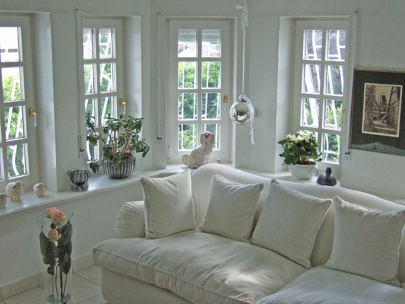wohnzimmer landhausstil weiß kleine wohnung ~ surfinser.com - Kleine Gemutliche Wohnzimmer