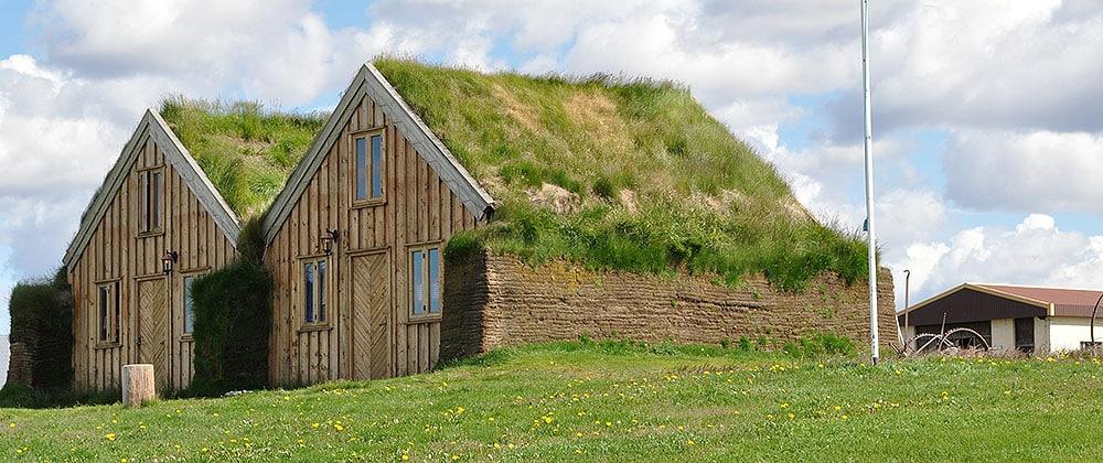 Haus mit begrüntem Dach