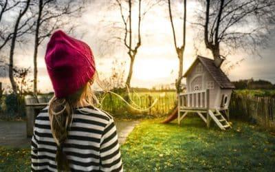 Ein Spielturm für Kinder im Garten – auf ins Abenteuerland