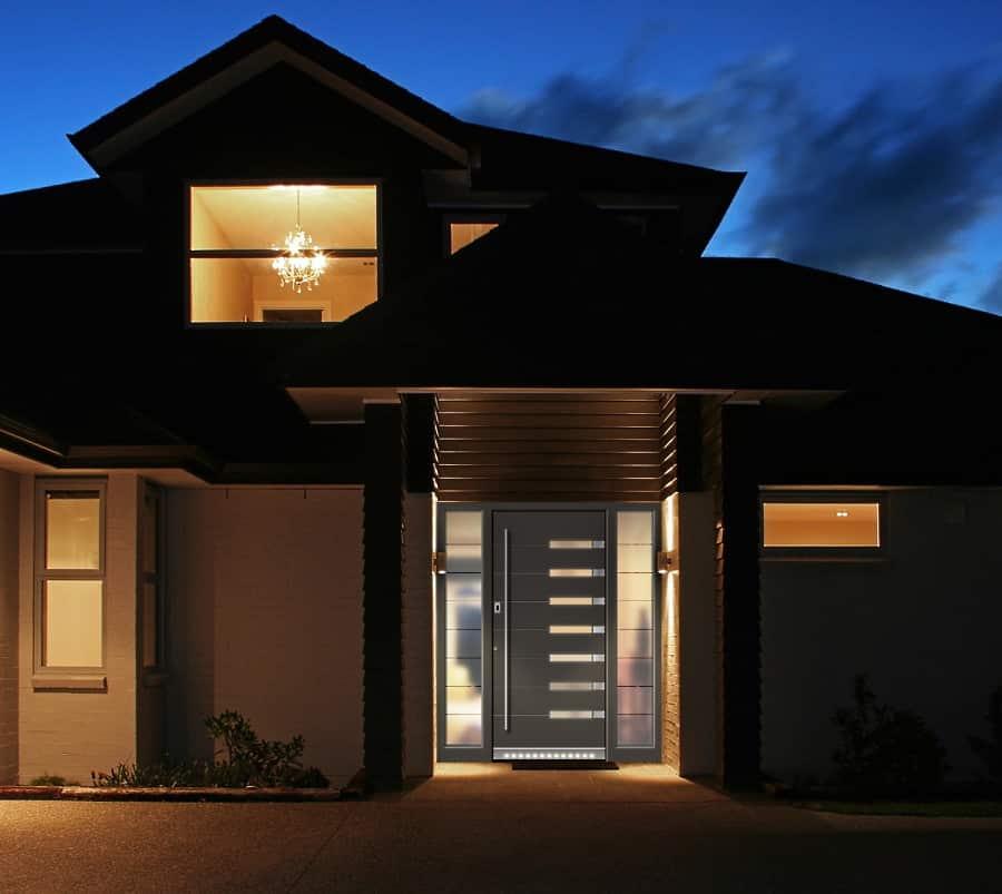 Pinar Haustür bei Nacht