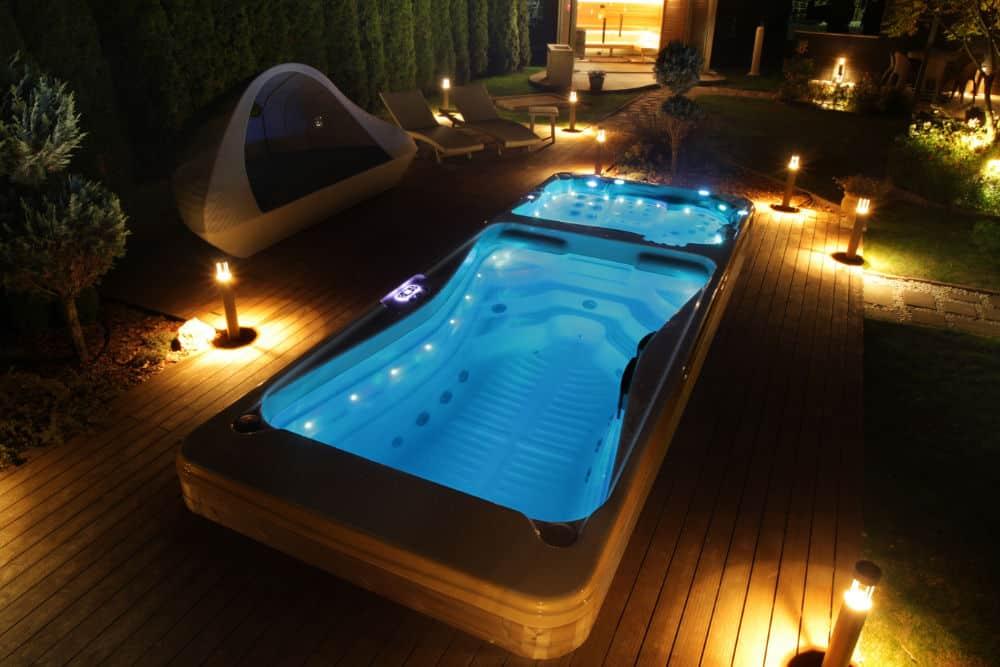 Spadeluxe - Swim Spa im Garten