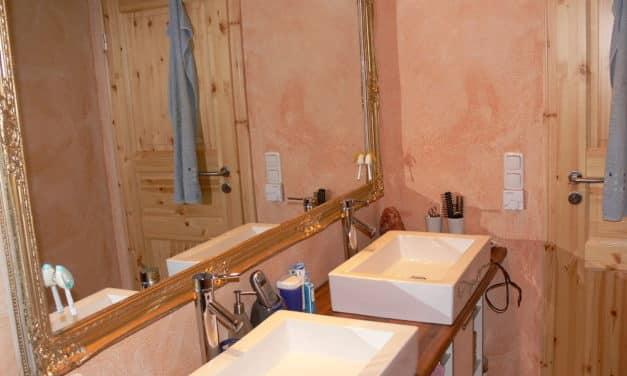 Lehmputz verhindert beschlagene Spiegel im Bad