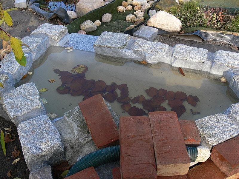 Abdichtung von kleinen Wasserbecken mit Flüssigfolie