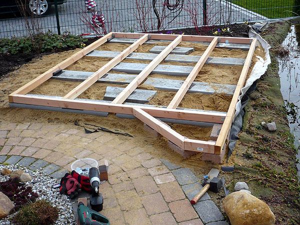 Pool untergrund platten untergrund swimmingpool for Holzpool obi