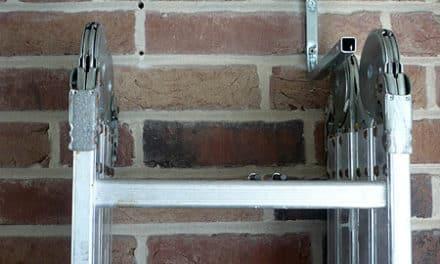 Leiter mit abschließbaren Leiterhaken sichern